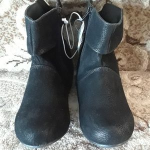 NWT Girls faux suede ankle boots size 3